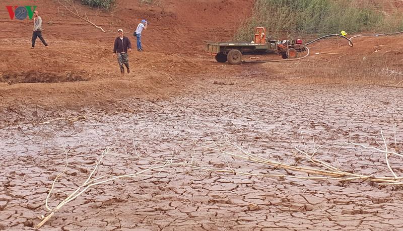 Đắk Lắk vào cao điểm mùa khô, nhiều hồ đập, sông suối, ao hồ đã cạn trơ đáy, nguy cơ hàng nghìn ha cây trồng bị khô hạn, mất trắng và tình trạng thiếu nước sinh hoạt diễn ra ở nhiều địa phương.
